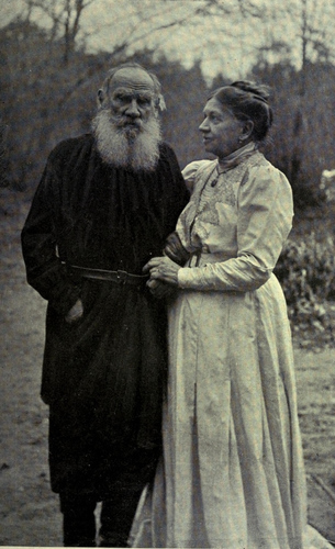 The-last_Tolstoy_and_wife_1910.jpg