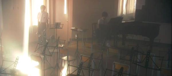 lili-piano.png